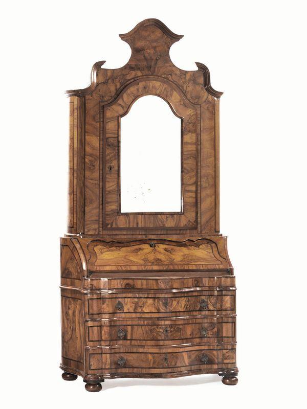 Lume da terra, in stile '700, in legno laccato e dorato con paralume, alt. cm 196