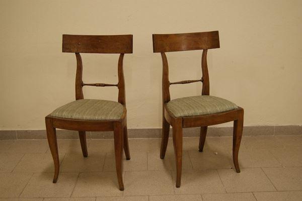 Coppia di sedie, Toscana, sec. XVIII, in ciliegio, con seduta imbottita, cm 46x37x87