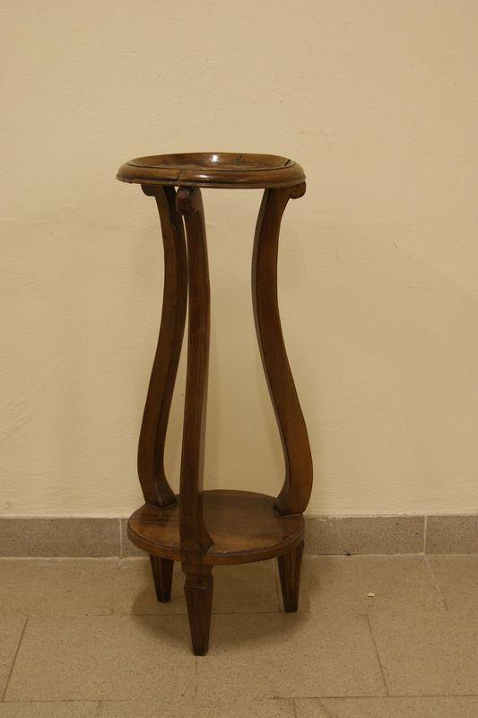 Portavasi, Toscana, sec. XIX, in legno, con gambe mosse, cm 31x81