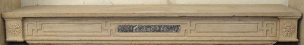 Camino, Francia, inizi sec. XIX, in calcare, montanti decorati da rosette, cm 140x91