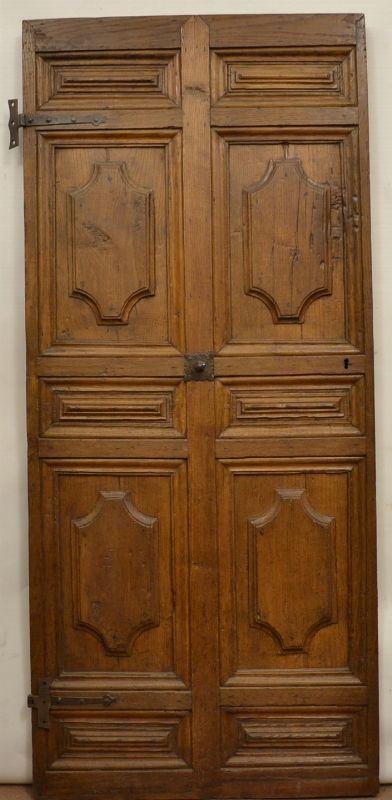 Porta, Spagna, sec. XVIII, in castagno intagliato, ad unanta, decorata a formelle rettangolari, cm 195x81