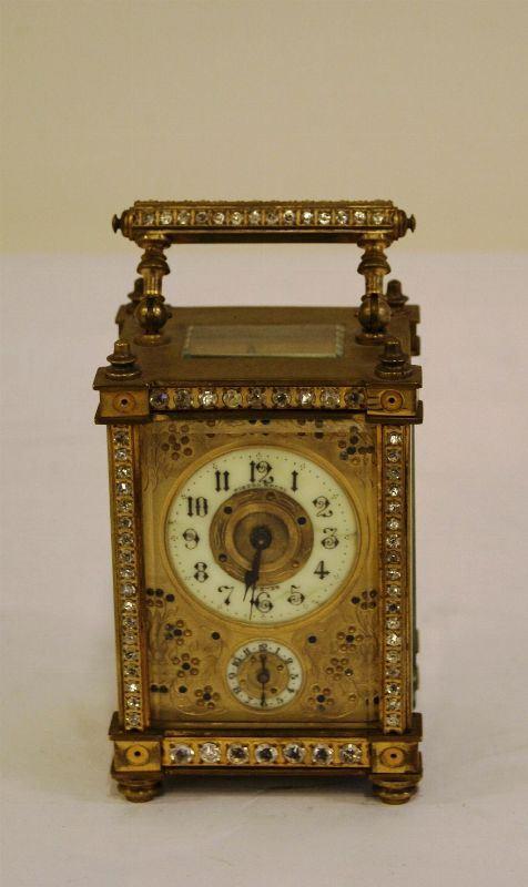 Ufficialina, fine sec. XIX, cassa rettangolare in metallo dorato con vetri molati decorata con zirconi, manico sagomato, alt. cm 15, completa di chiave, da revisionare
