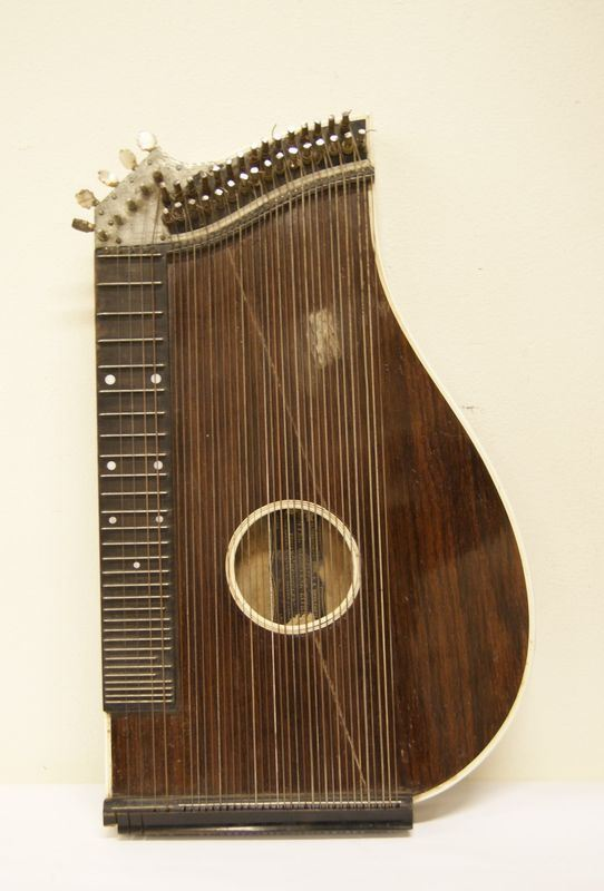 Strumento musicale, Austria, inizi sec. XX, manifattura Heidegger, in legno, alt. cm 55