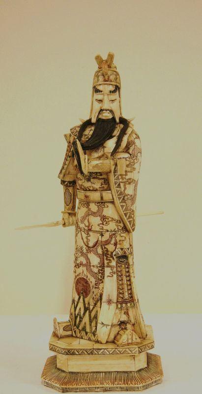 Scultura, Giappone, sec. XX, GUERRIERO, rivestita in avorio, alt. cm 50