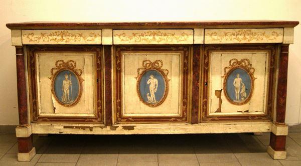 Credenza, Emilia, in stile impero, in legno laccato, decoro a medaglioni sui pannelli, cm 205x60x103, difetti