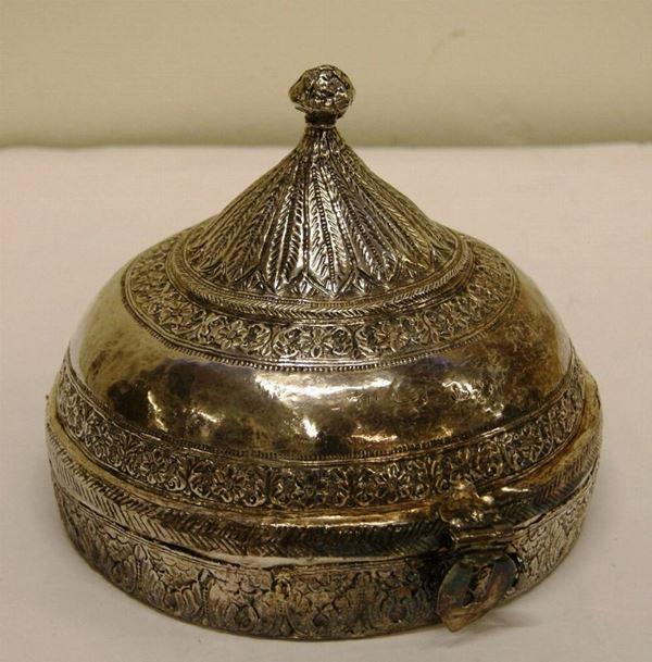 Cachepot arabo, tardo sec. XIX, composto di base e coperchio, gr. 780