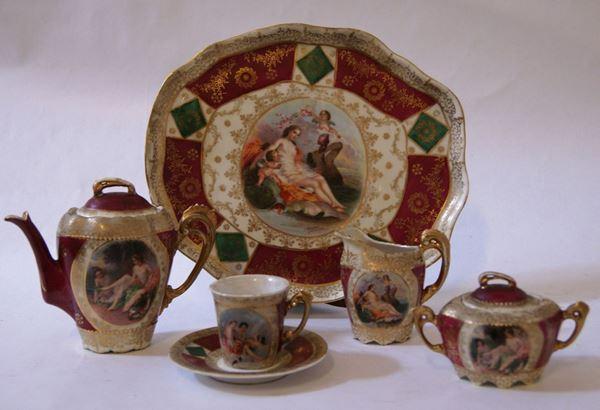 Piccolo servito, Vienna, sec. XIX, in porcellana policroma con decori a personaggi, composto da cinque pezzi, piccoli difetti(5)