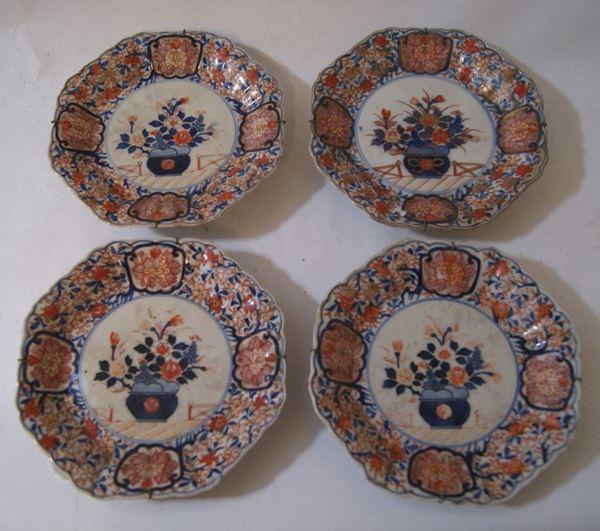 Quattro piatti, Giappone, fine sec. XVIII, in porcellana Imari, diametro cm 19(4)