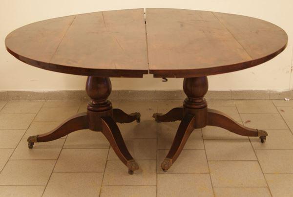 Tavolo tondo, Inghilterra, sec. XIX, in mogano, formato da due console, su gamba tornita, diametro 161x74