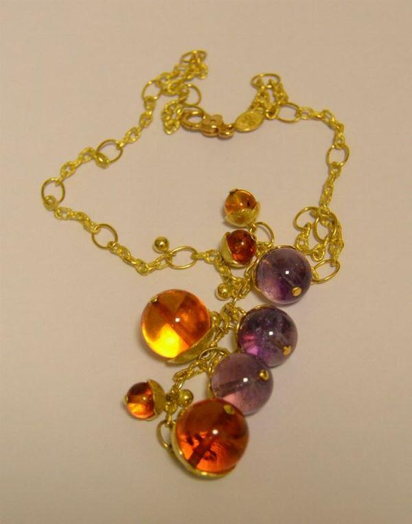 Collana in oro giallo, TULIPANI, con pendenti a sferette in ambra e ametista, g 37,9 complessivi, marcato Torrini