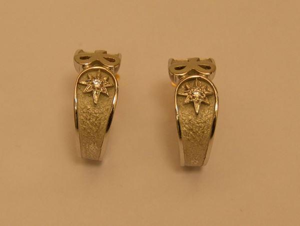 Coppia di orecchini in oro bianco antico marchio, con piccoli diamanti, g 12,8, marcato Torrini(2)