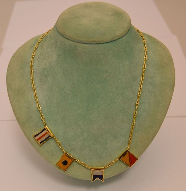 Collana in oro giallo, YACHTING, con quattro pendenti a forma di bandiere marinare, g 20,5, marcato Torrini