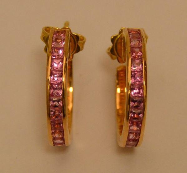 Coppia di orecchini in oro rosa, NAPEE, con zaffiri rosa, peso g 9(2)