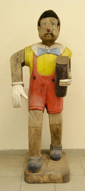 Scultura, sec. XX, in legno, raffigurante PINOCCHIO, alt. cm 150