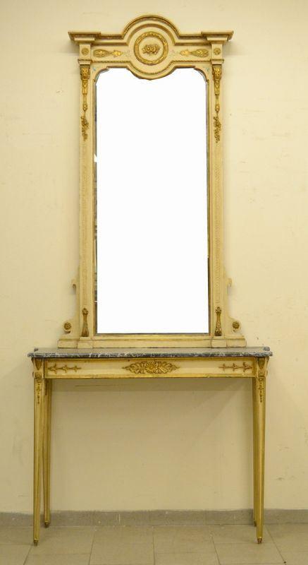Console, inizi sec. XX, in legno laccato e dorato, piano in marmo e sovrastante specchiera analoga, cm 124x38x270, difetti