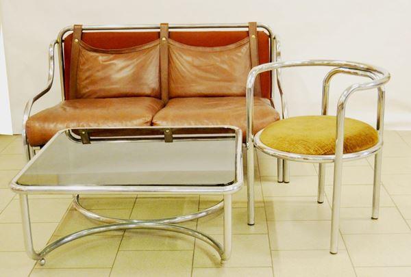 Gae Aulenti (Palazzolo della Stella 1926-Milano 2012) Divano e tavolino Stringa, poltroncina Locus Solus, produzione Poltronova, fusto in metallo cromato e cuscini in pelle (3)