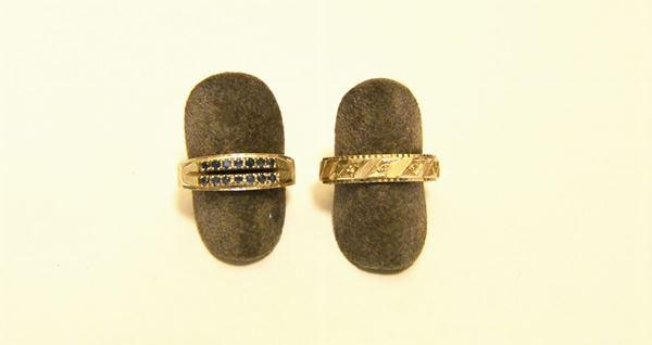 Anello in oro bianco con cinque brillantini e altro anello in oro bianco con due file di piccoli zaffiri, tot. g 9,8