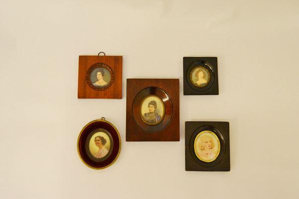 Cinque miniature, sec. XIX   VOLTI DI DONNA  entro cornici  (5)