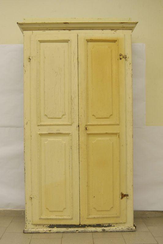 Stipo, sec. XIX, in legno laccato a due sportelli sformellati, cm 125x40x220, da restaurare