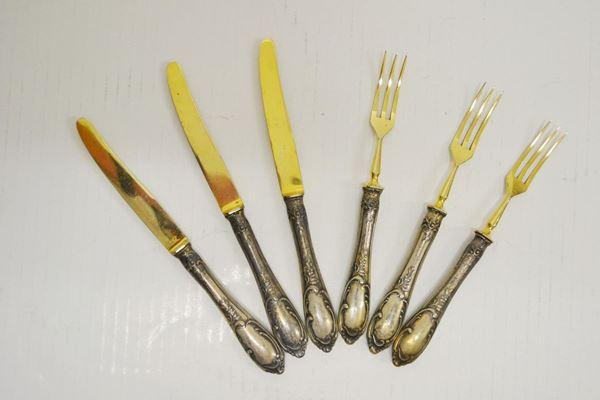 Dodici forchettine e dodici coltellini da dolce  con manici in argento, entro scatola (24)