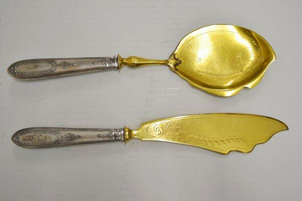 Due posate da portata  con manici in argento, entro scatola (2)