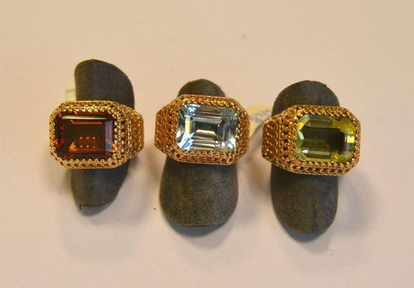 Tre anelli in oro giallo titolo 375 e pietre