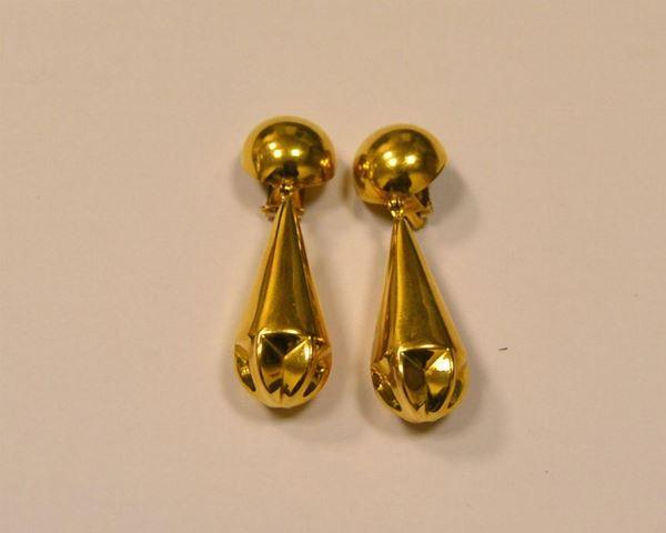 Paio di orecchini pendenti in oro giallo