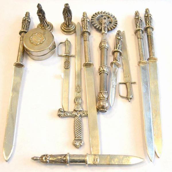 Sedici tagliacarte in argento 925