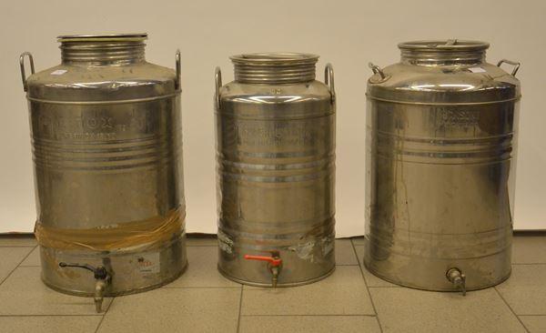 Tre bidoni per olio, in acciaio inox, due da 50 litri ed uno da 30,