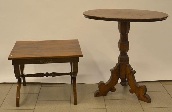 Tavolino, sec. XX, in noce, piano rettangolare, gambe a crociera