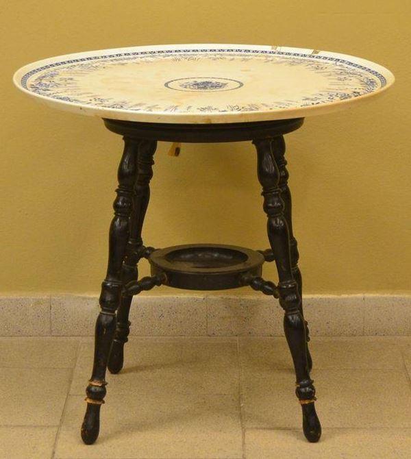 Tavolino, sec. XIX, piano circolare in porcellana