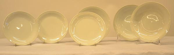 Parte di servito di piatti, manifattura Richard Ginori, in porcellana,