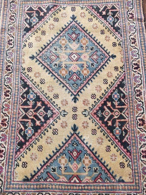 Tappeto sciendiletto, sec. XX, fondo multicolore a motivi geometrici, cm
