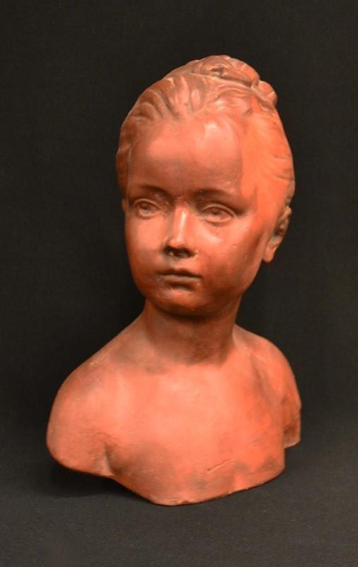 Busto, sec. XX, in terracotta, raffigurante volto di fanciulla, alt. cm 33