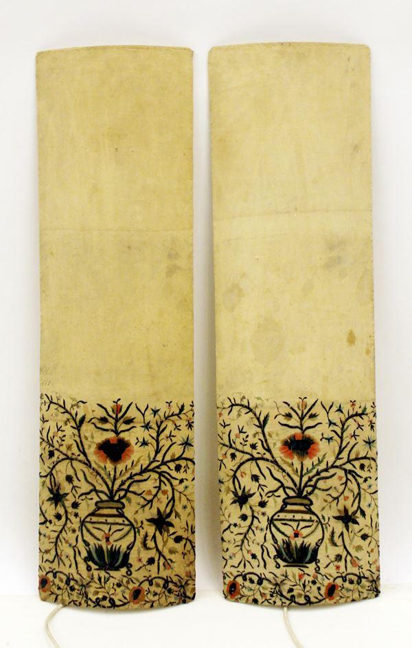 Coppia di lampade, realizzate in con stoffe ricamate, sec. XIX,