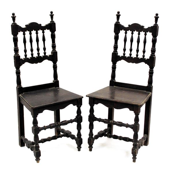 Coppia di sedie a birilli, in stile senese del 600