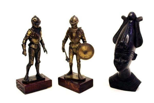 Coppia di sculturine in metallo patinato, sec. XX