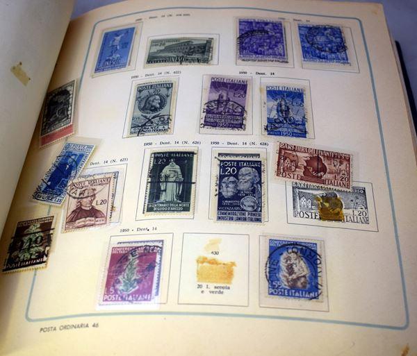 Due album contenenti francobolli
