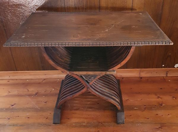 Tavolino in stile rinascimento