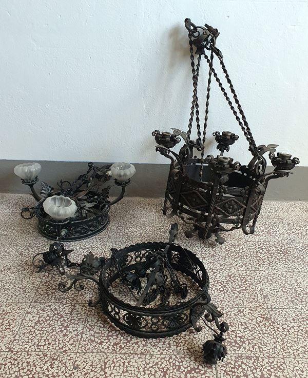 Tre lampadari, in stile rinascimento,